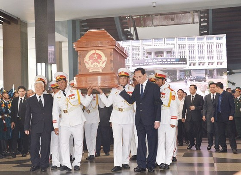 Vietnamese people bid last farewell to late PM Phan Van Khai  ảnh 3