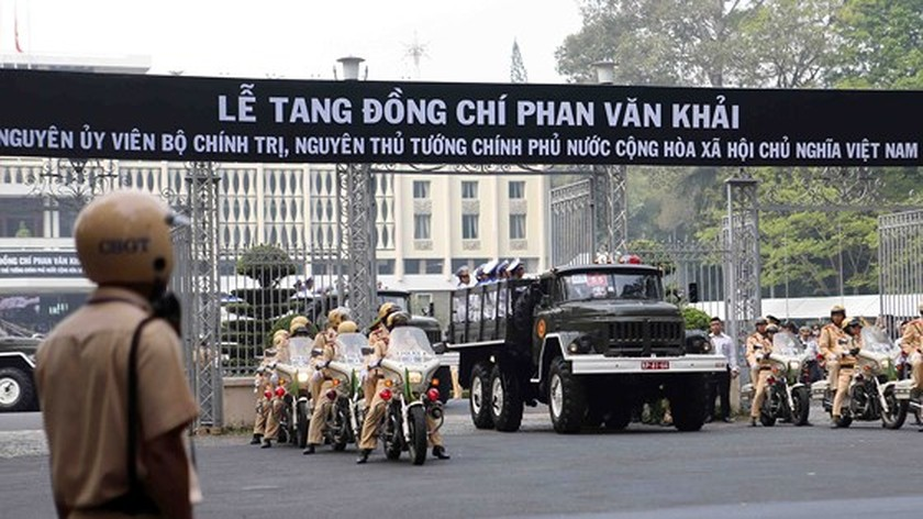 Vietnamese people bid last farewell to late PM Phan Van Khai  ảnh 13