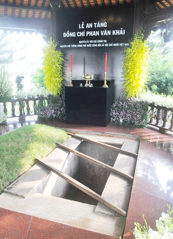 Vietnamese people bid last farewell to late PM Phan Van Khai  ảnh 22