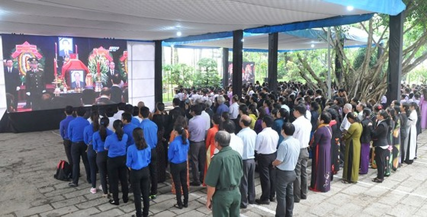 Vietnamese people bid last farewell to late PM Phan Van Khai  ảnh 21