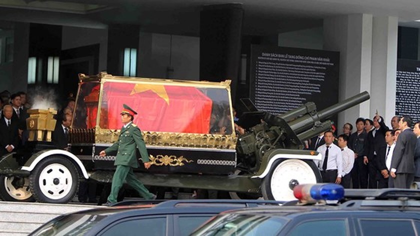 Vietnamese people bid last farewell to late PM Phan Van Khai  ảnh 9