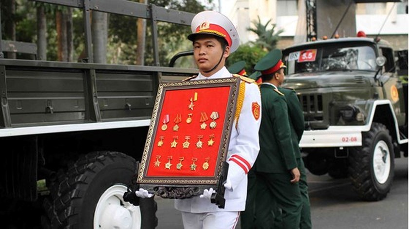 Vietnamese people bid last farewell to late PM Phan Van Khai  ảnh 11