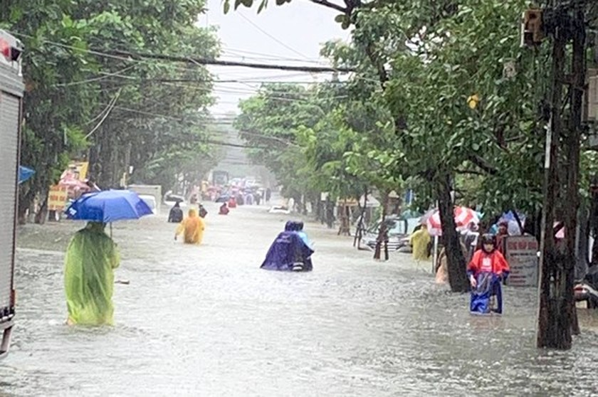 Floodwater raising in central region  ảnh 8