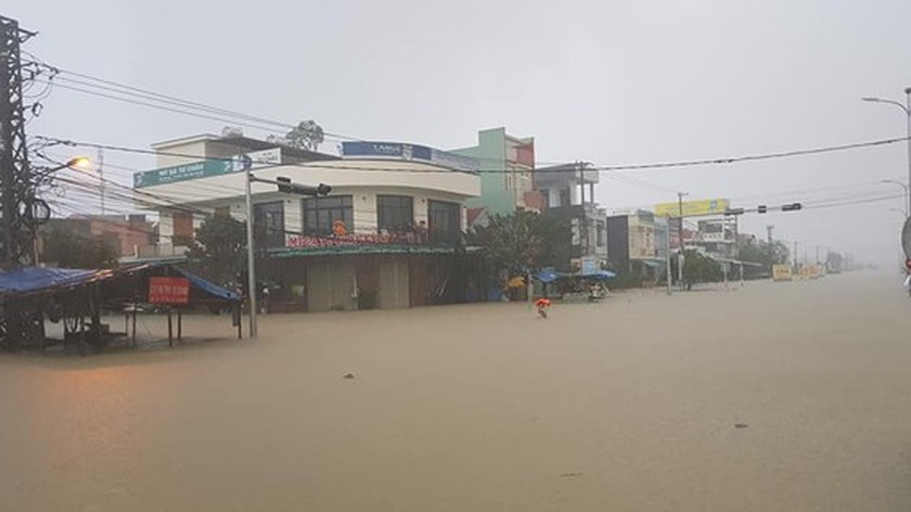 Central region urgently overcoming downpour consequences   ảnh 1