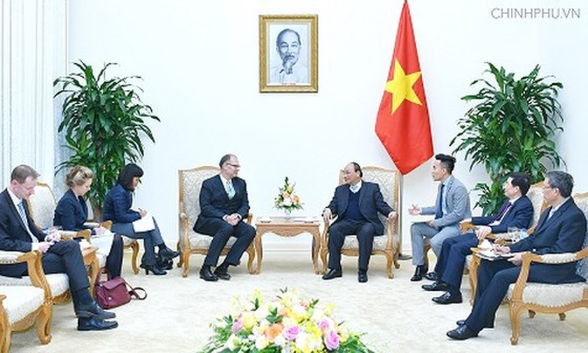 PM Nguyen Xuan Phuc receives new appointed ambassadors of China and Denmark ảnh 1