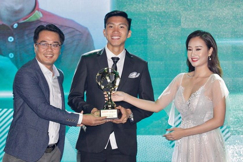 Nguyen Quang Hai wins 2018 Golden Ball Awards as expectation  ảnh 12