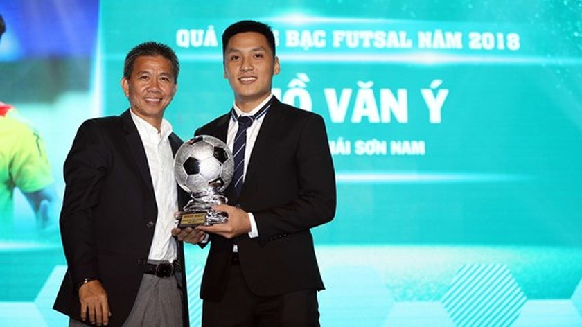 Nguyen Quang Hai wins 2018 Golden Ball Awards as expectation  ảnh 3