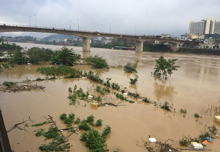 Huge flood sweeps away Lao Cai City  ảnh 1