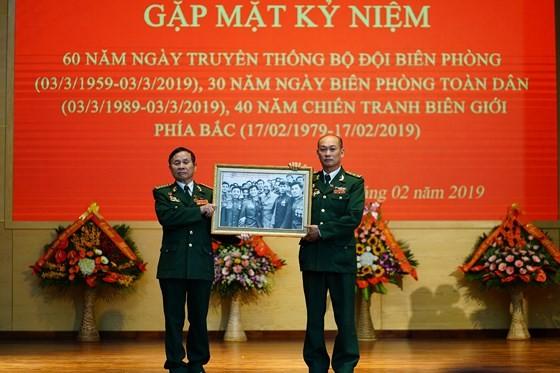 Hundreds of veterans commemorate martyrs in Po Hen Border Post ảnh 1