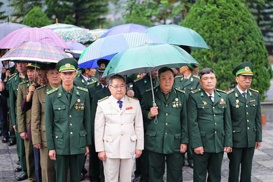Hundreds of veterans commemorate martyrs in Po Hen Border Post ảnh 9