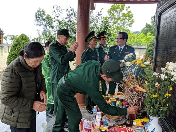Hundreds of veterans commemorate martyrs in Po Hen Border Post ảnh 7
