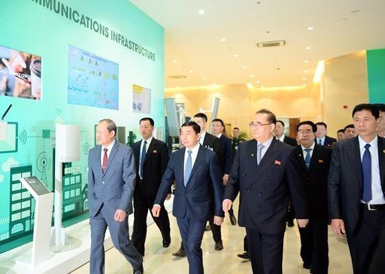 Mr. Kim Yong-un begins first ever visit to Vietnam after US-DPRK summit ảnh 3