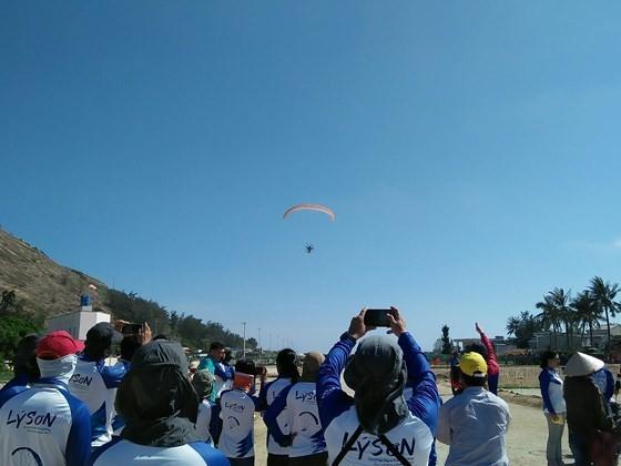 Quang Ngai kicks off Int'l Paragliding Championship for first time  ảnh 1