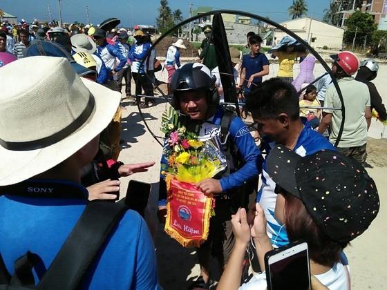 Quang Ngai kicks off Int'l Paragliding Championship for first time  ảnh 2