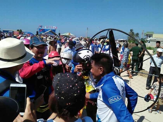 Quang Ngai kicks off Int'l Paragliding Championship for first time  ảnh 3