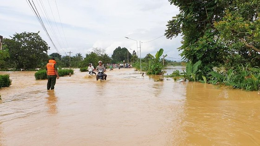 More than 1,350 houses inundated due to tropical downpours ảnh 7