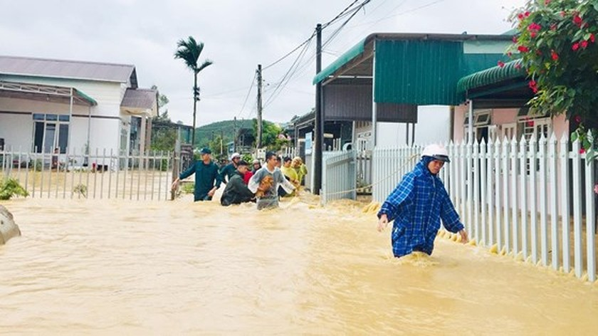 More than 1,350 houses inundated due to tropical downpours ảnh 9