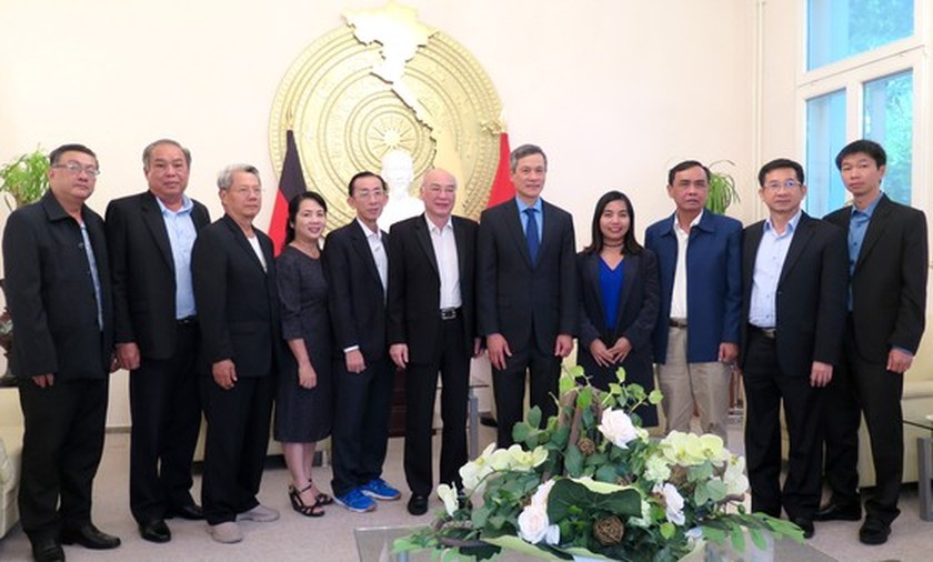HCMC law makers visit Vietnam Embassy in Germany ảnh 3