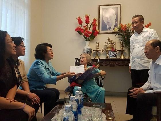Đoàn Lãnh đạo TPHCM thăm, chúc thọ người cao tuổi tiêu biểu ảnh 2