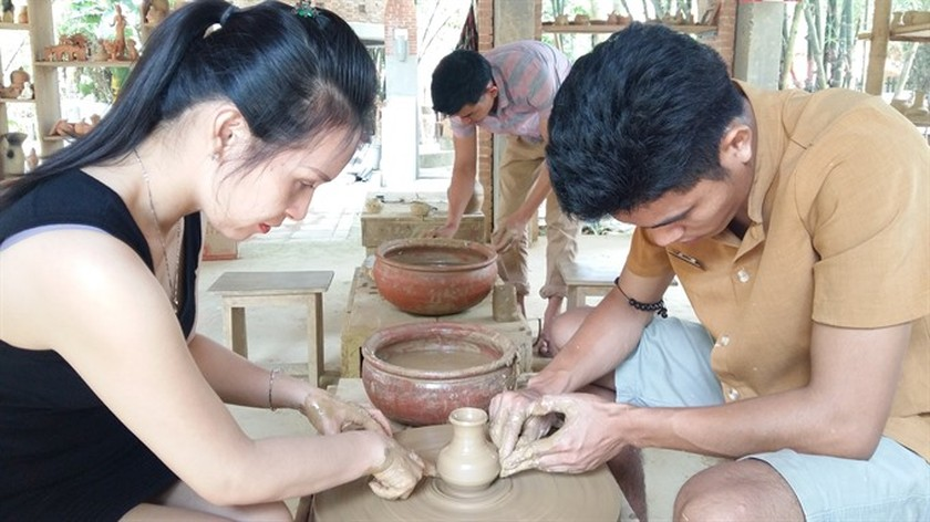 Park preserves pottery trade in Hoi An ảnh 6