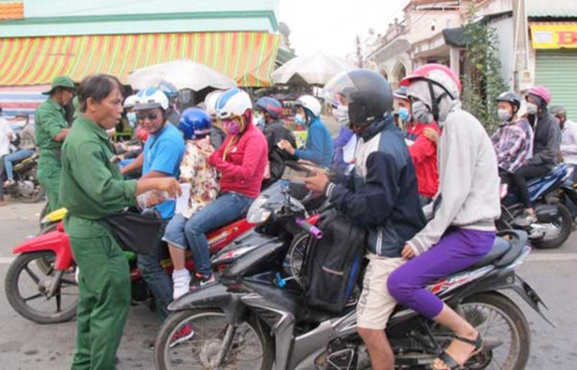 Holidaymakers get back to work in HCMC ảnh 1