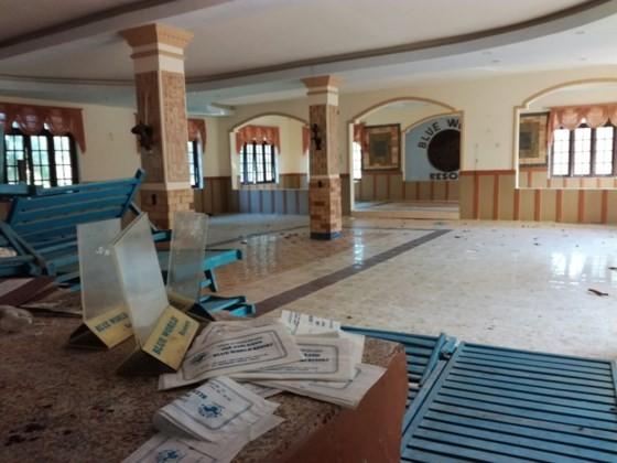 Resorts, restaurants abandoned after stop of Ke Ga seaport project ảnh 3