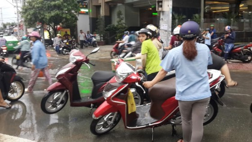 Heavy rains continue drenching parts of HCMC until weekend ảnh 3