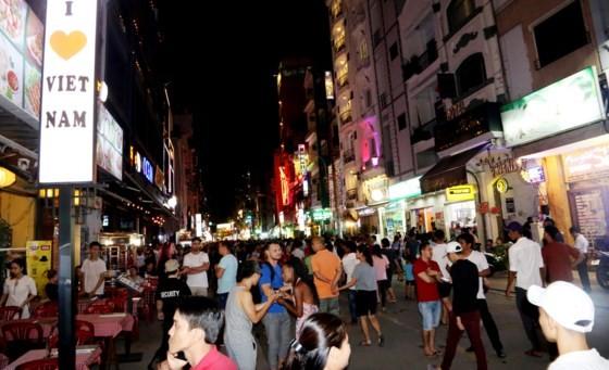 HCMC officially opens Bui Vien walking street ảnh 4