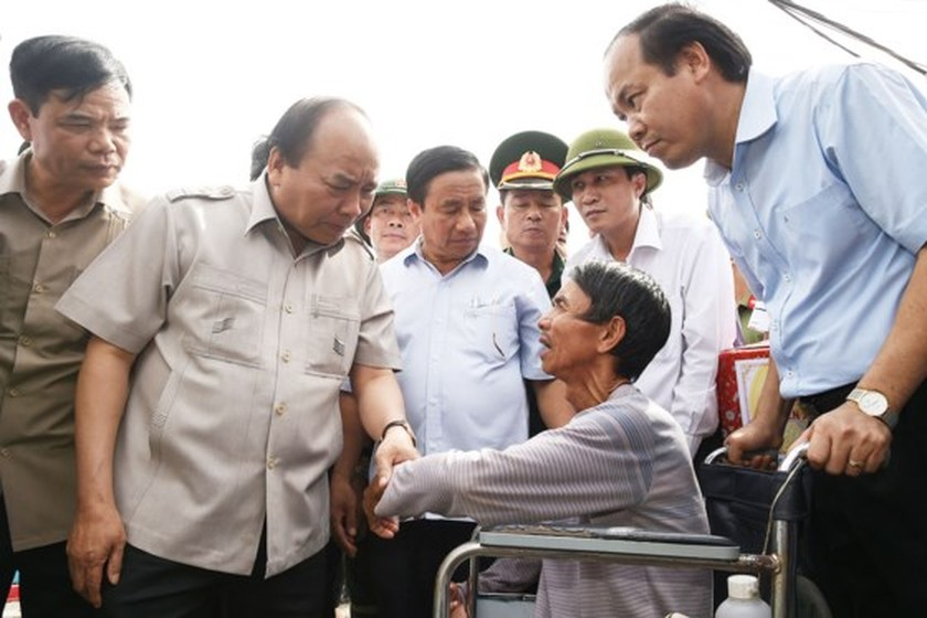 Prime Minister visits typhoon hit north central provinces ảnh 1