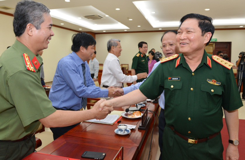Defense Ministry to assist HCMC to solve port traffic jam ảnh 1