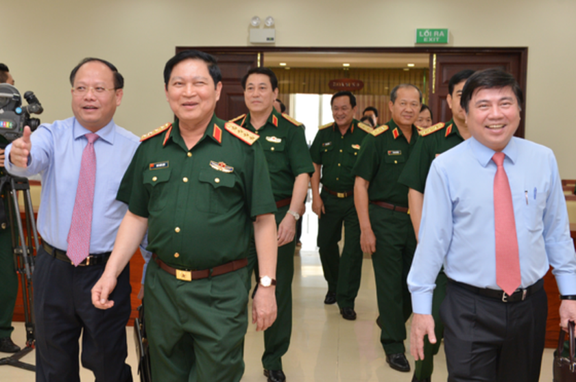 Defense Ministry to assist HCMC to solve port traffic jam ảnh 2