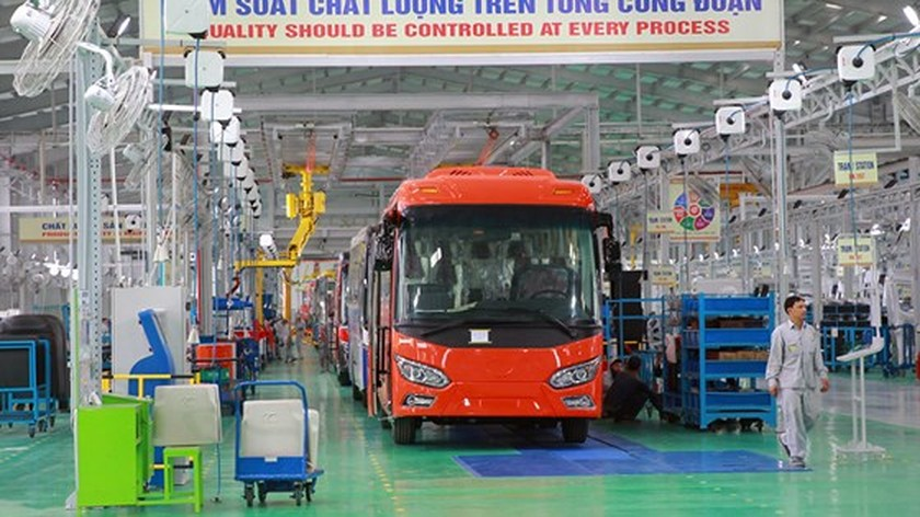 Largest bus plant in Southeast Asia put into operation ảnh 2