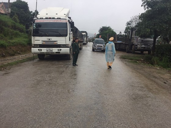 Landslide blocks approach road to international border gate in Ha Tinh ảnh 6