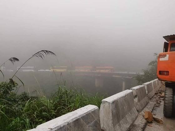 Landslide blocks approach road to international border gate in Ha Tinh ảnh 7