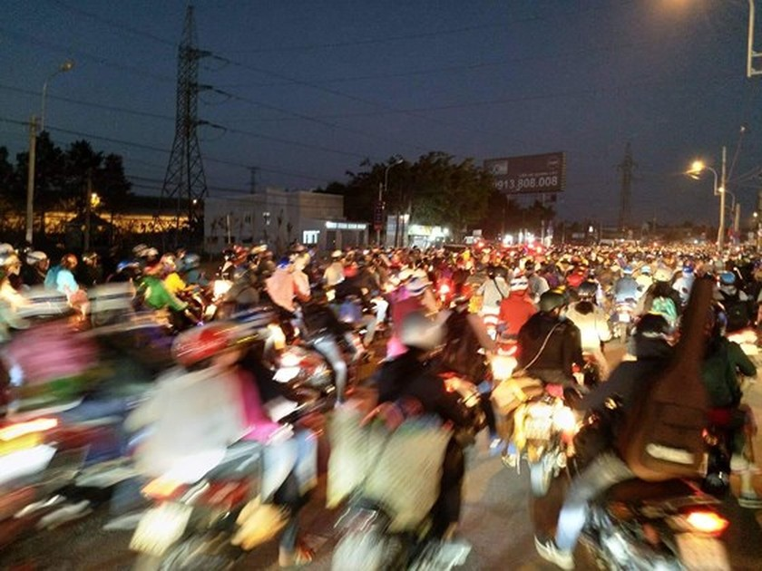 Severe traffic snarl occurs with streams of holidaymakers return to HCMC  ảnh 16