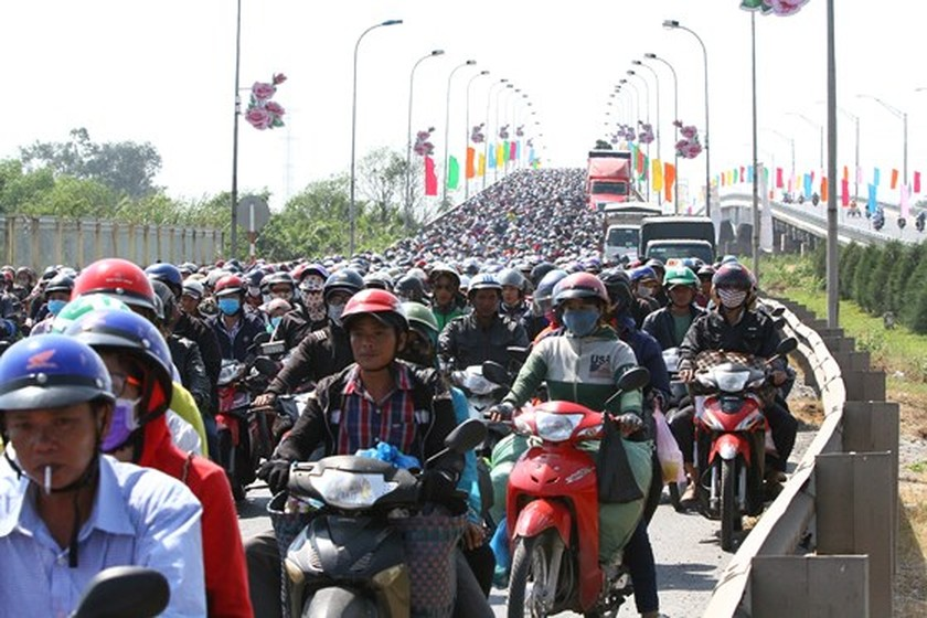 Severe traffic snarl occurs with streams of holidaymakers return to HCMC  ảnh 4