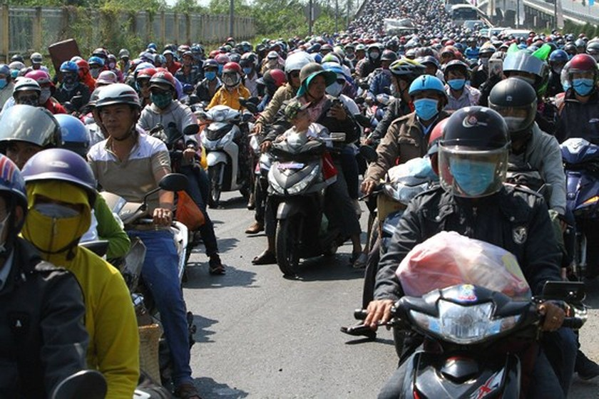 Severe traffic snarl occurs with streams of holidaymakers return to HCMC  ảnh 7