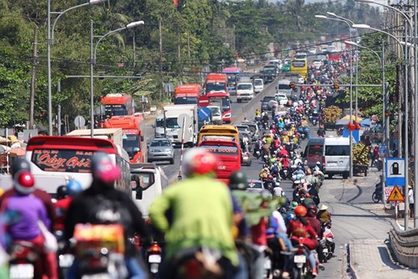 Severe traffic snarl occurs with streams of holidaymakers return to HCMC  ảnh 8