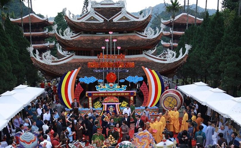 Visitors flock to Huong Pagoda Festival in Hanoi ảnh 1