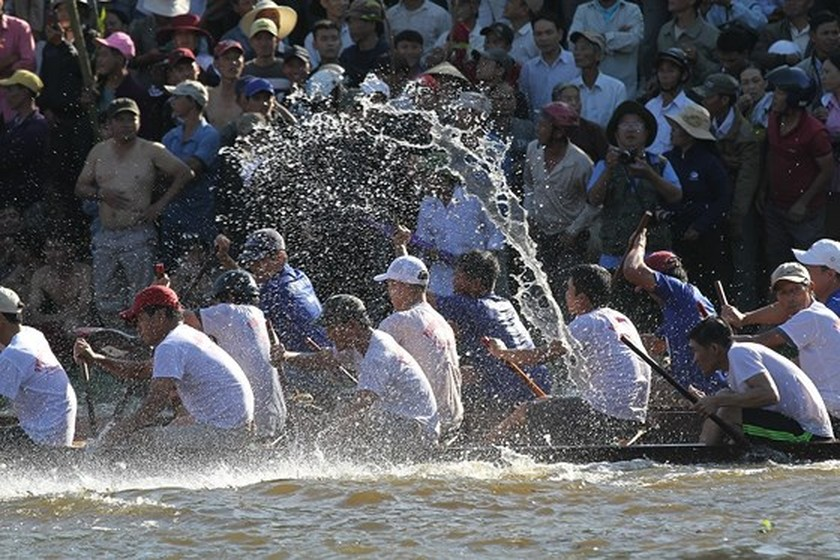 Traditional boat racing festival open in Thua Thien-Hue ảnh 1