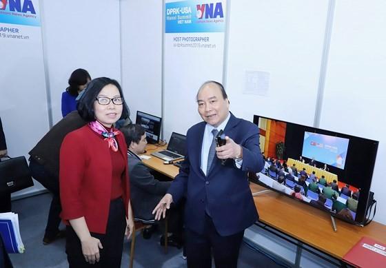 Prime Minister inspects media center serving DPRK-USA Hanoi Summit ảnh 6