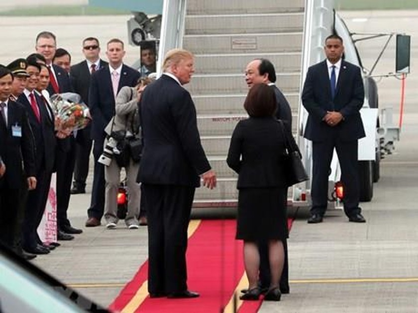 President Trump leaves Hanoi ảnh 4
