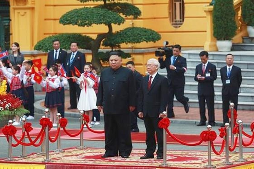 Top leader welcomes, holds talks with DPRK Chairman ảnh 2