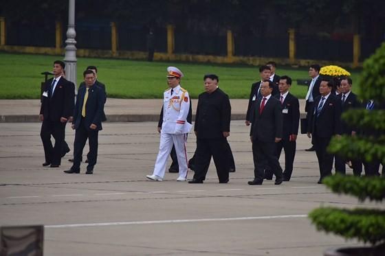 DPRK Chairman Kim Jong-un leaves Hanoi ảnh 3