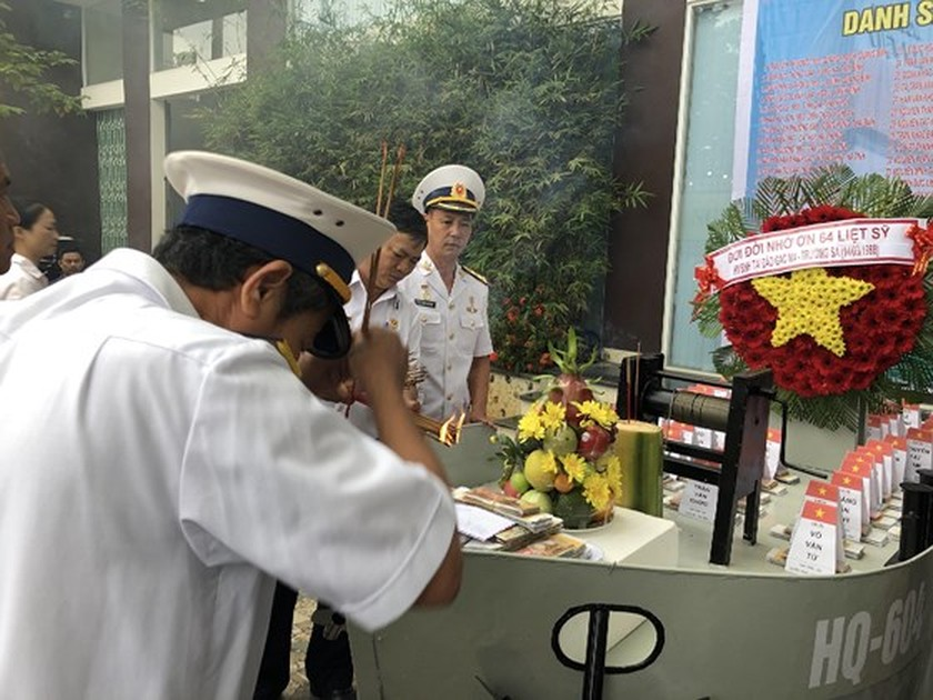 Ceremony commemorates fallen soldiers in Gac Ma battle ảnh 8