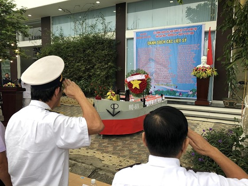 Ceremony commemorates fallen soldiers in Gac Ma battle ảnh 13
