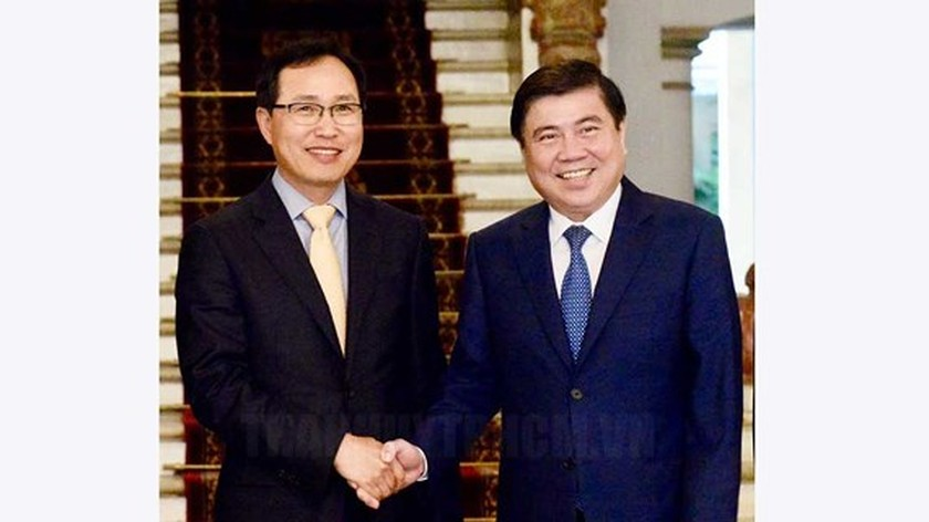 HCMC Party Chief proposes Samsung to build research, development center ảnh 1