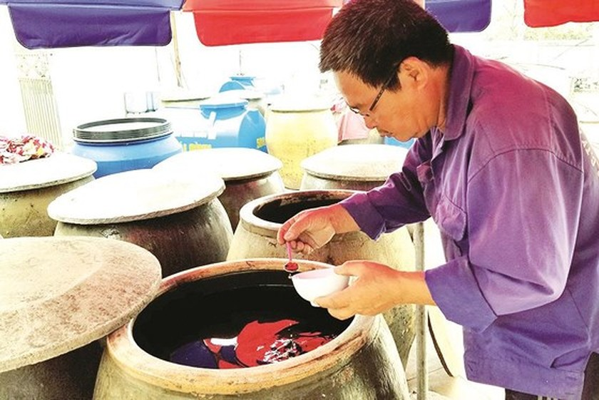 Trade villages with century history of fish sauce production ảnh 6