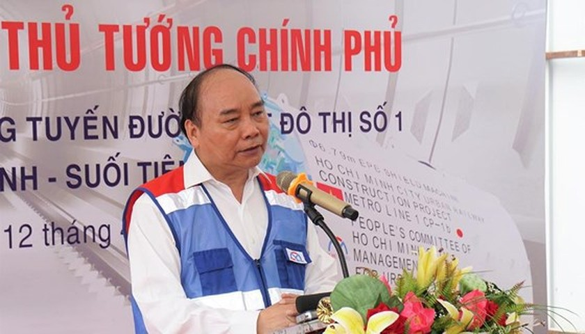 Prime Minister inspects construction site of first metro line in HCMC ảnh 1