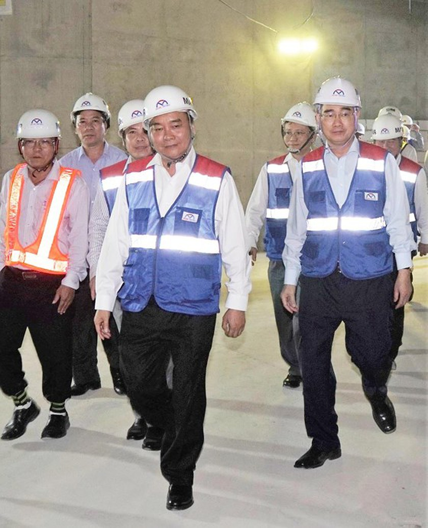 Prime Minister inspects construction site of first metro line in HCMC ảnh 3